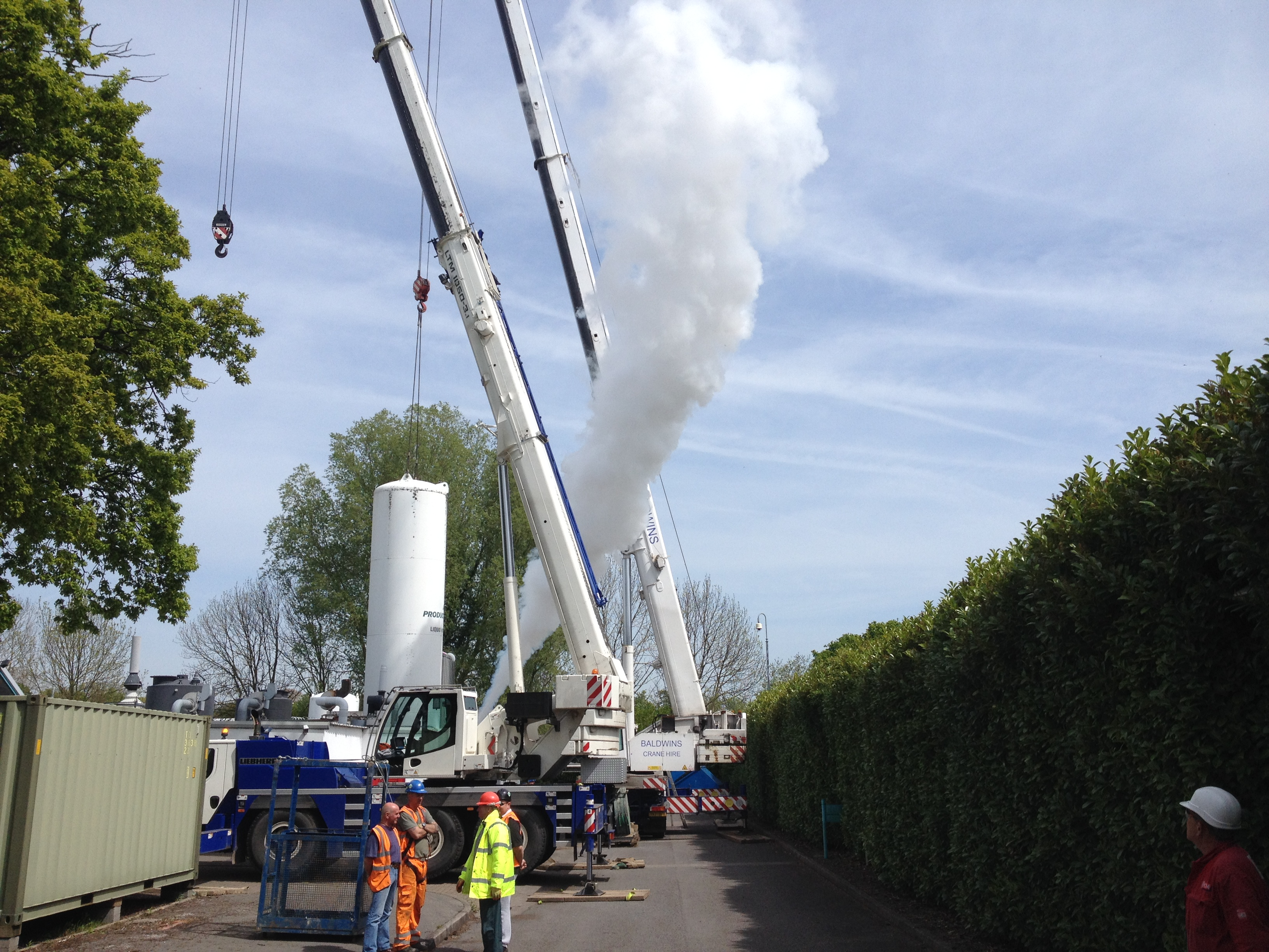 CTM Europe installing a cryogenic tank